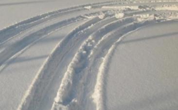 No inverno deve ter os pneus do seu carro em bom estado