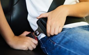 Elementos de segurança ativa e passiva no veículo