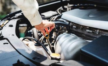 Como medir os níveis de líquido do seu carro
