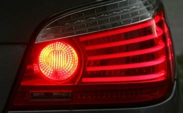 O seu carro cheira a queimado? Estes podem ser os motivos