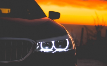De certeza que sabe utilizar as luzes do seu carro?
