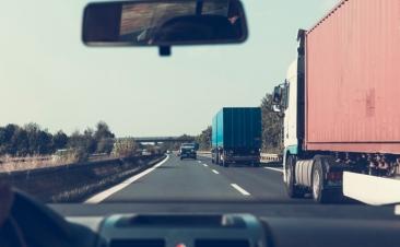 Quatro conselhos para circular entre camiões