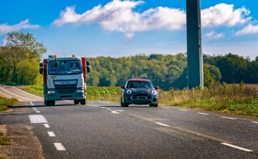 Como ultrapassar veículos volumosos em segurança
