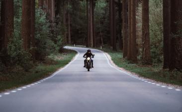 Como circular em segurança entre motos