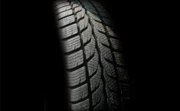 Faça uma revisão aos pneus do seu carro antes de regressar de férias