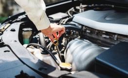Como verificar o nível de óleo do seu carro em cinco passos